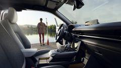 Mazda MX-30 2020: gli interni