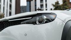 Mazda MX-30: dettaglio luci anteriori