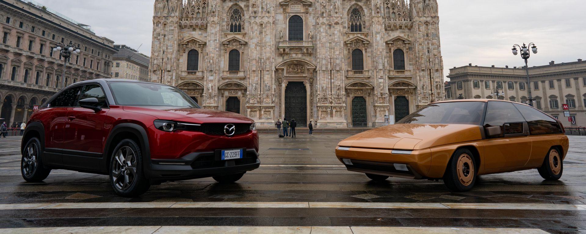 Mazda MX-30 e MX-81 in Piazza del Duomo a Milano