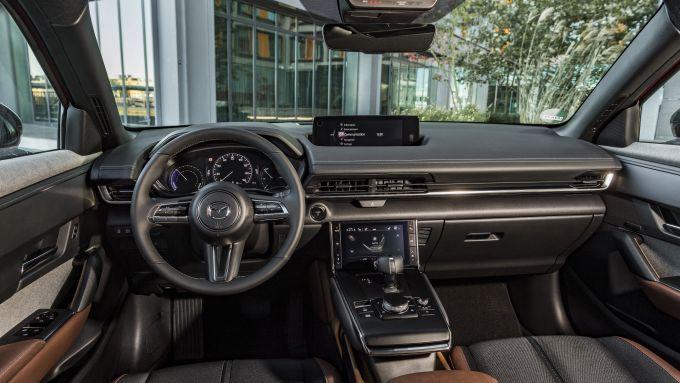 Mazda MX-30: gli interni
