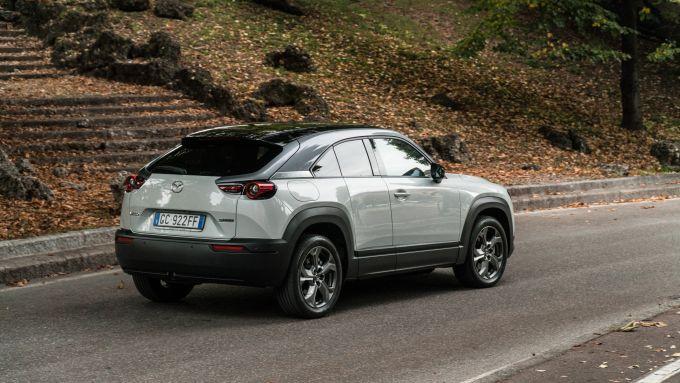 Mazda MX-30: il SUV elettrico alla prova autonomia