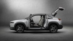 Mazda MX-30: vista laterale con le portiere ad armadio