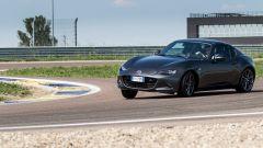 Mazda MX-5 RF: facile indurre il sovrasterzo