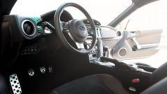 Mazda MX-5 RF vs. Subaru BRZ 2017: il posto guida Subaru