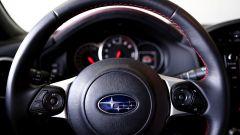 Mazda MX-5 RF vs. Subaru BRZ 2017: il volante Subaru