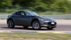Mazda MX-5 RF vs. Subaru BRZ 2017: la Mazda si intraversa facilmente