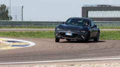 Mazda MX-5 RF vs. Subaru BRZ 2017: la Mazda va controllata nei cambi di direzione