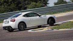 Mazda MX-5 RF vs. Subaru BRZ 2017: la Subaru in sovrasterzo si controlla facilmente