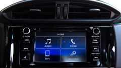 Mazda MX-5 RF vs. Subaru BRZ 2017: l'infotainment Subaru
