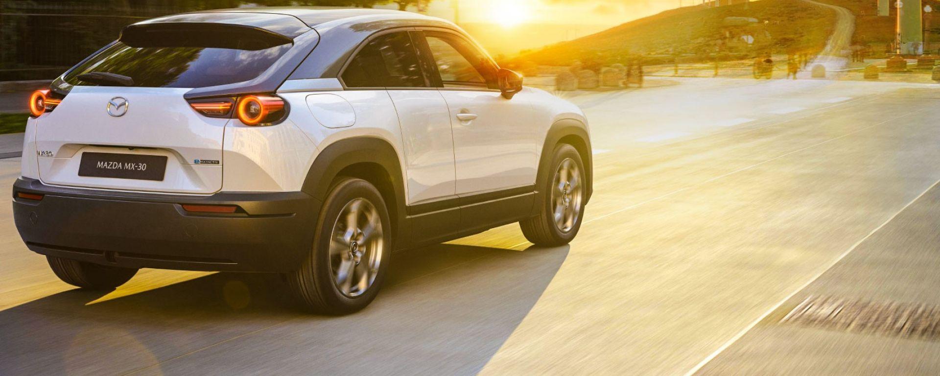 Mazda: strategia diversificata per abbattere la CO2