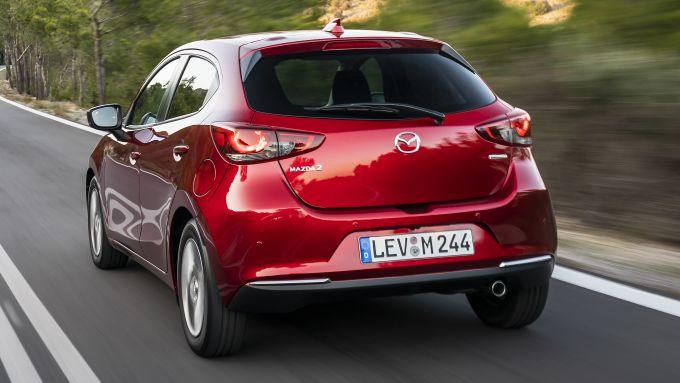 Mazda2 2020 vista 3/4 posteriore