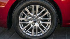Mazda2 2020 vista cerchi di lega 16''