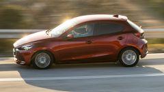 Mazda2 2020 vista laterale
