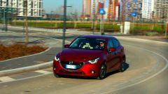 Mazda2: lo sterzo è diretto, il molleggio un po' rigido