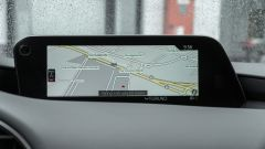 Mazda3 2.0 Skyactiv G M Hybrid Exclusive, lo schermo dell'infotainment