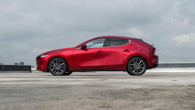 Mazda3 2.0 Skyactiv G M Hybrid Exclusive, vista laterale