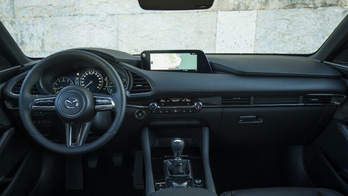 Mazda3: dettaglio degli interni