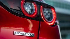 Mazda3: dettaglio del badge posteriore