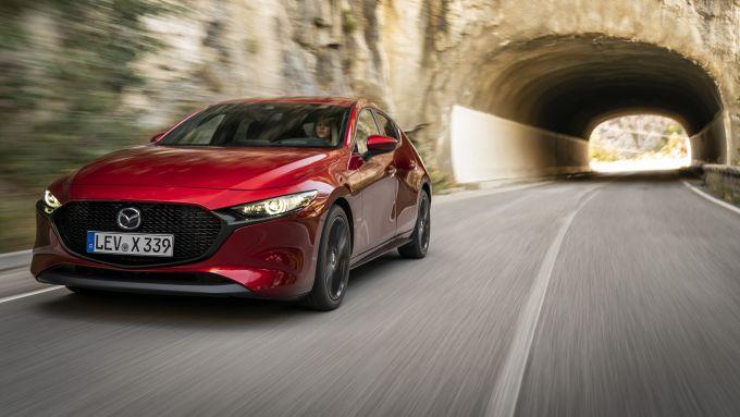 Mazda3: dettaglio frontale