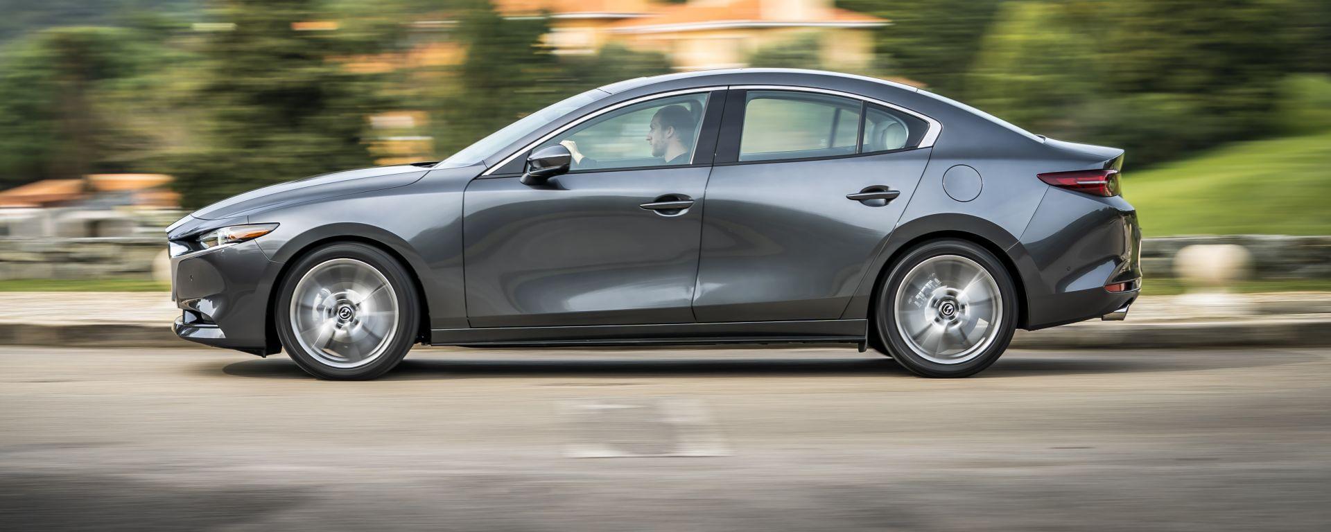 Mazda3 Sedan: laterale