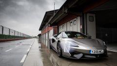 McLaren 570S, pit-lane