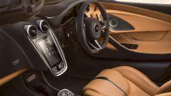 McLaren 570S Spider: un sogno a cielo aperto su quattro ruote - Immagine: 39