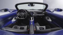 McLaren Elva: l'abitacolo