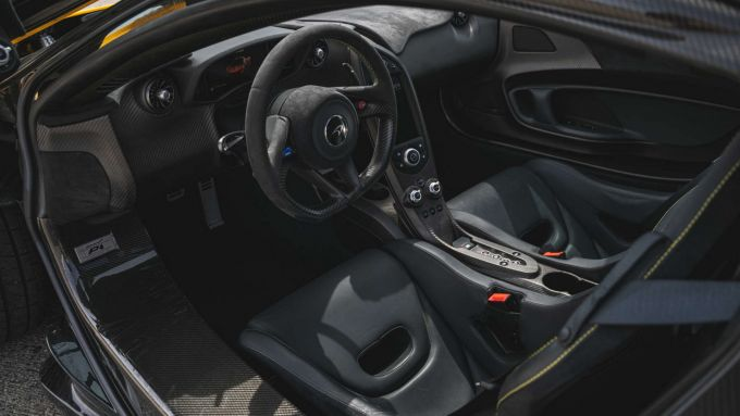 McLaren P1: l'abitacolo