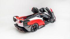 McLaren Sabre: le portiere aperte svelano l'abitacolo 2 posti