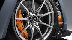 McLaren Senna: la ruota anteriore