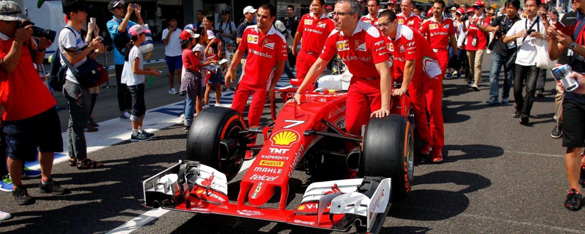 Meccanici Ferrari con la SF16-H - Suzuka Circuit