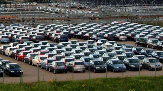 Mercato auto: no incentivi, no ripresa
