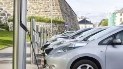 Mercato auto ottobre 2020, bene solo ibride ed elettriche