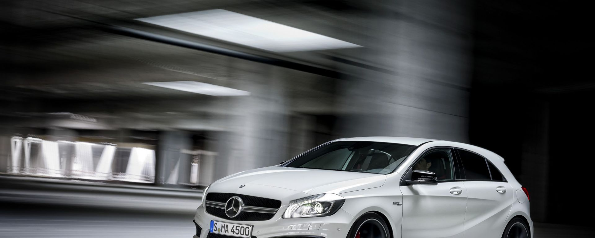 Mercedes A45 AMG, c'è anche un video