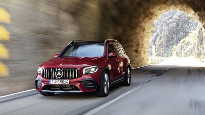 Mercedes AMG GLB 35 2020: il frontale