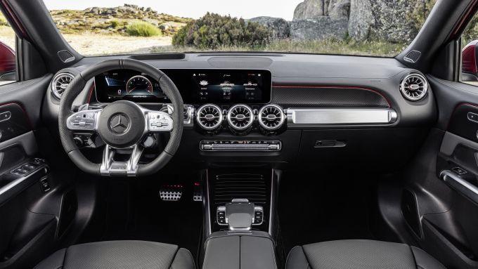 Mercedes AMG GLB 35: gli interni