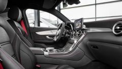 Mercedes-AMG GLC 43 Coupé: sedili avvolgenti, volante con fondo tagliato e inserti in alluminio per la suv sportiva