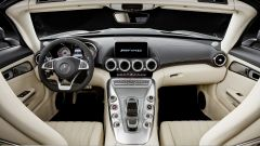 Mercedes AMG GT e GT C Roadster: gli interni
