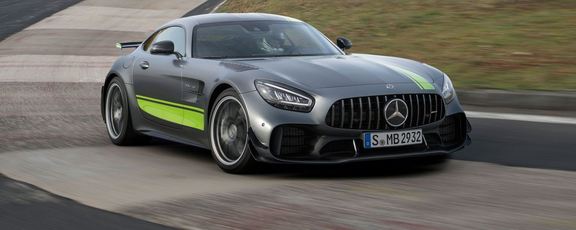 Mercedes-AMG GT R PRO: l'anello di congiunzione tra strada e pista