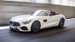 Mercedes AMG GT Roadster, la capote è in tela
