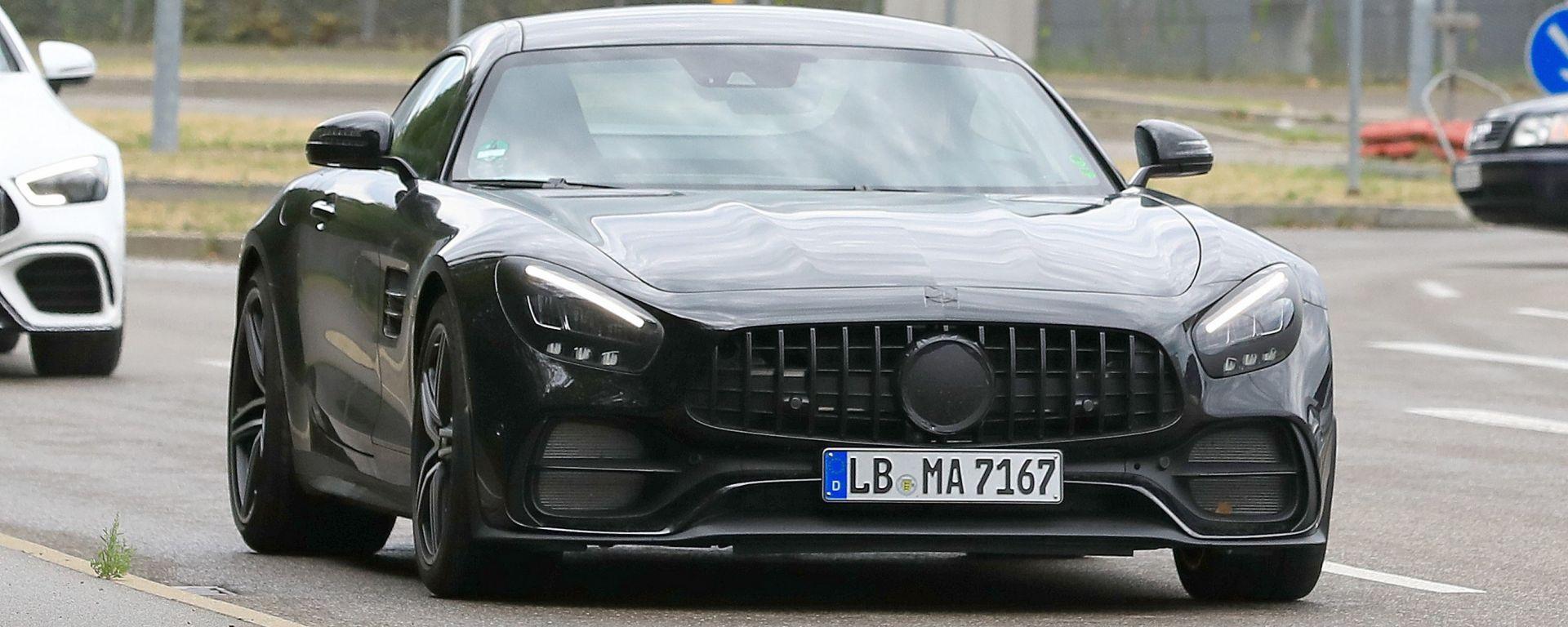 Mercedes-AMG GT: spuntano le prime foto spia del Facelift