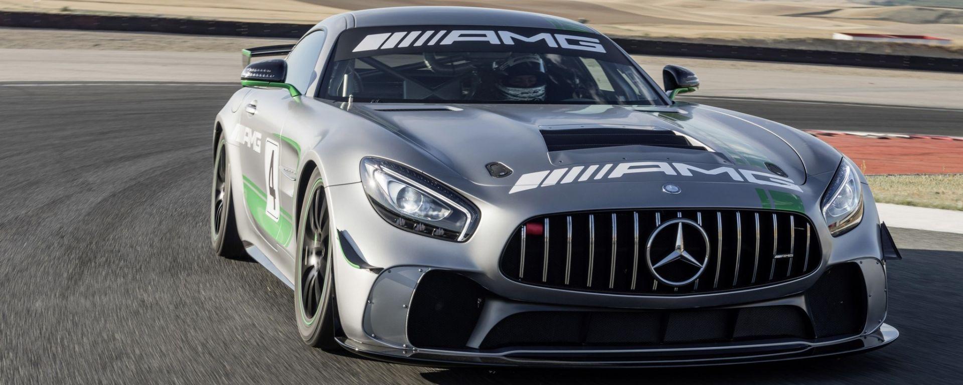Mercedes AMG GT4 - visuale anteriore