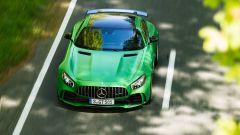 Una Mercedes GTR a Maranello: sfottò o omaggio alla Ferrari?