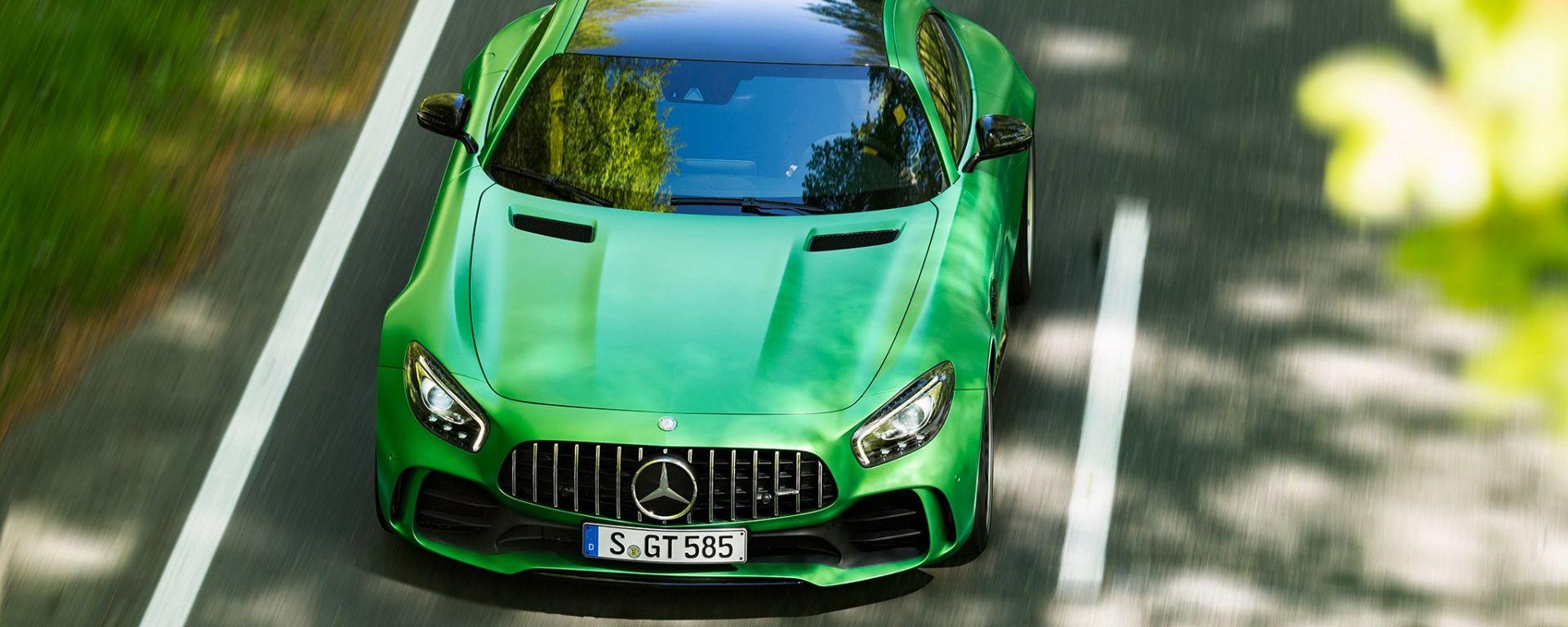 Mercedes AMG GTR - A spasso per Maranello. Sfottò o omaggio per la Ferrari?