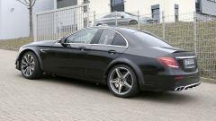 Mercedes-AMG, il muletto misterioso sembra una Classe E accorciata
