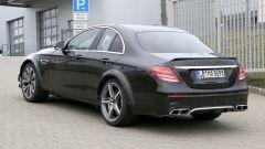 Mercedes-AMG, il muletto misterioso: vista 3/4 posteriore