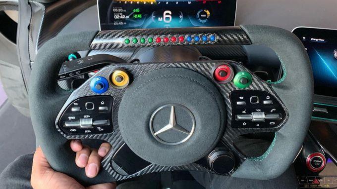 Mercedes AMG-One: dettaglio volante