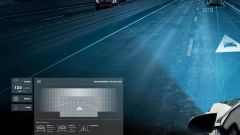 Mercedes-Benz Digital Light segnala il rischio di tamponamento