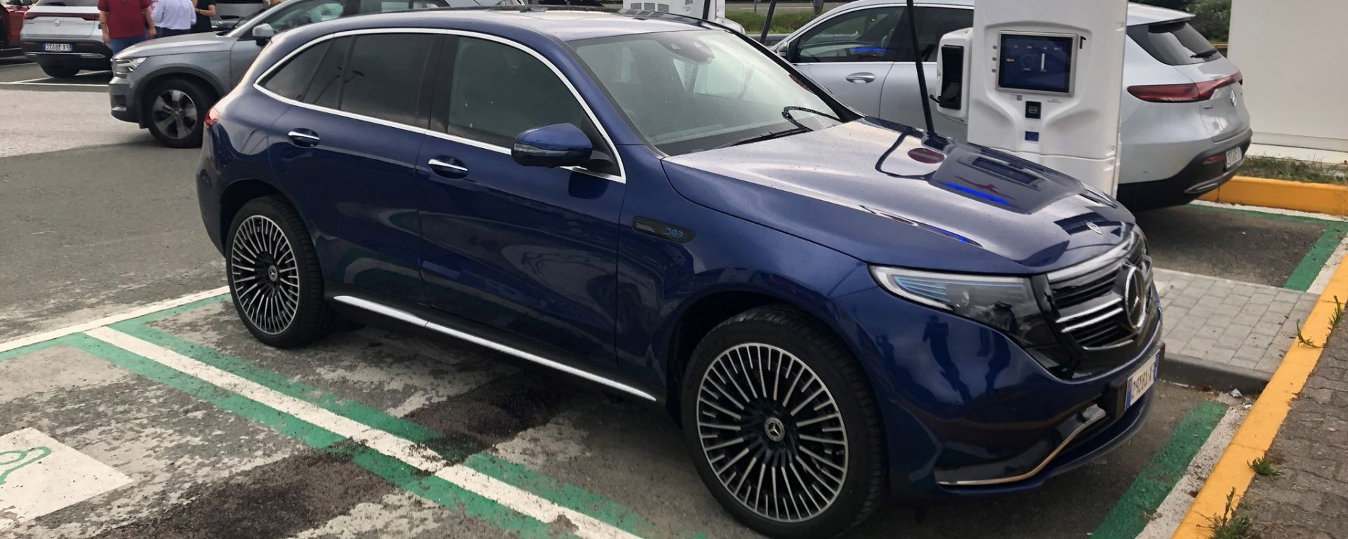 Mercedes-Benz EQC in carica presso colonnina Ionity