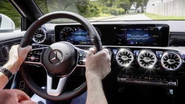 Mercedes-Benz, il sistema MBUX mostra i consumi in modalità elettrica